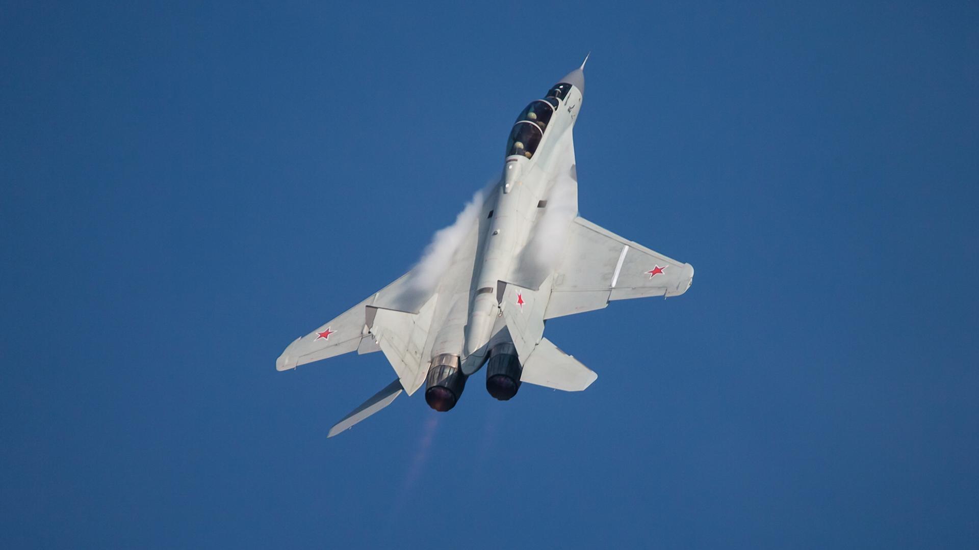 самолет ВВС РФ МиГ-35 Микоян  № 3741401 без смс