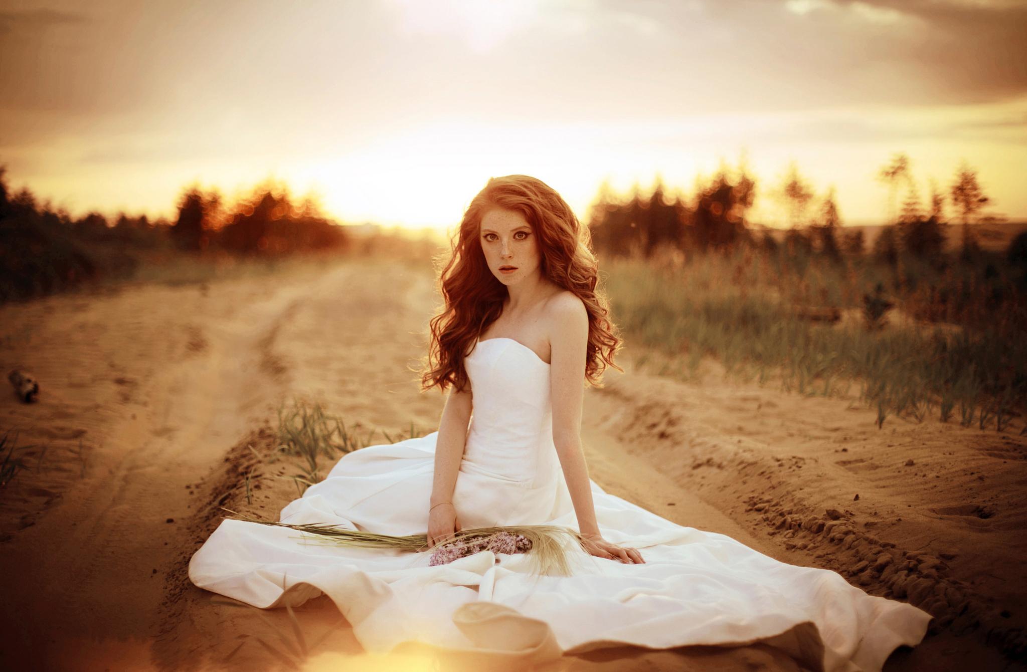 девушка книга природа блондинка белое платье  № 3833030 бесплатно
