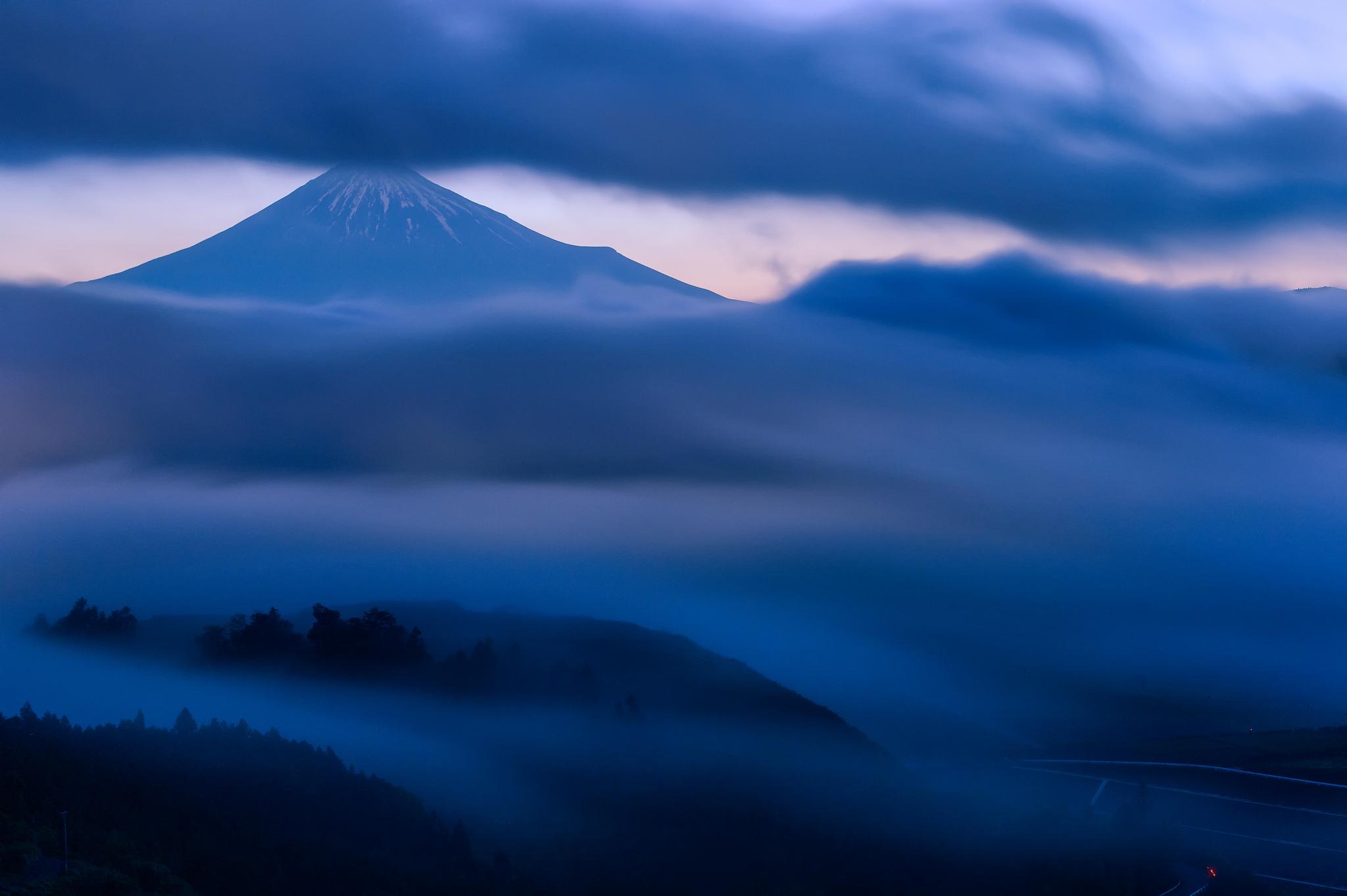 вулкан горы облака туман  № 754983  скачать