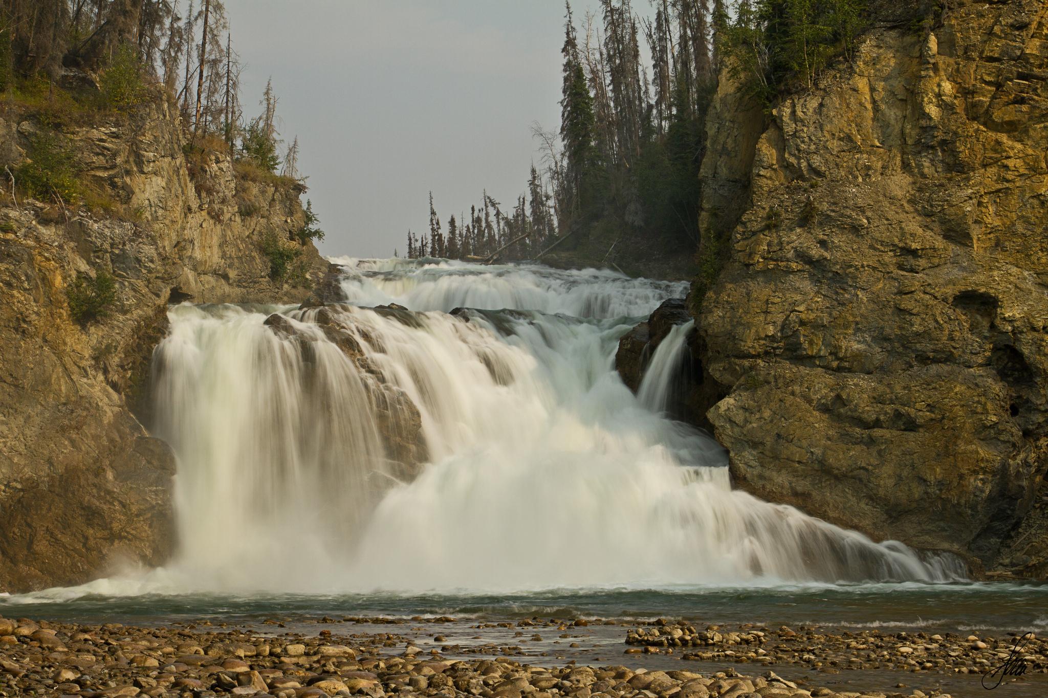 бурлящая вода на скалах  № 205444 загрузить