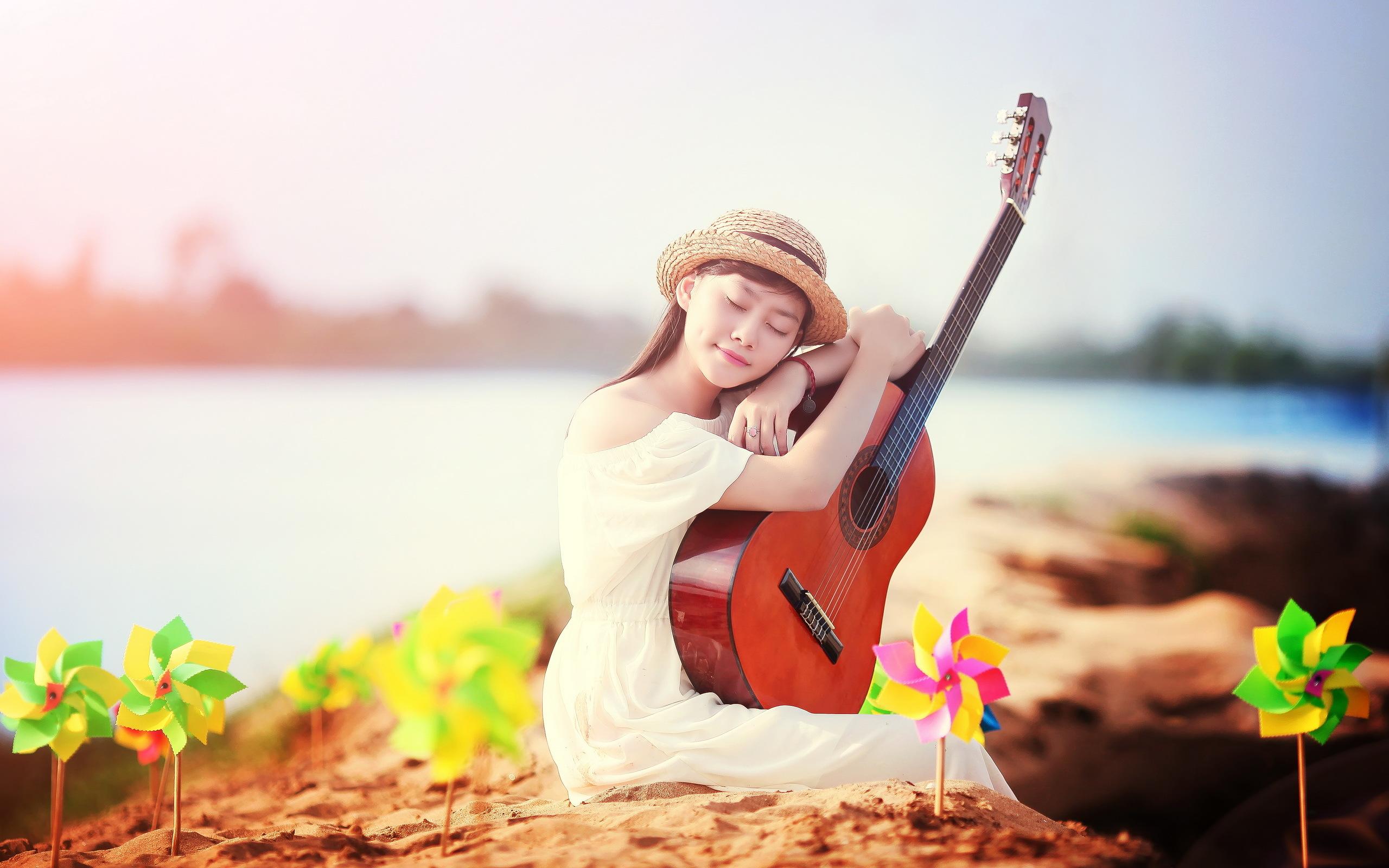 девушки гитара улыбка  № 465377 загрузить