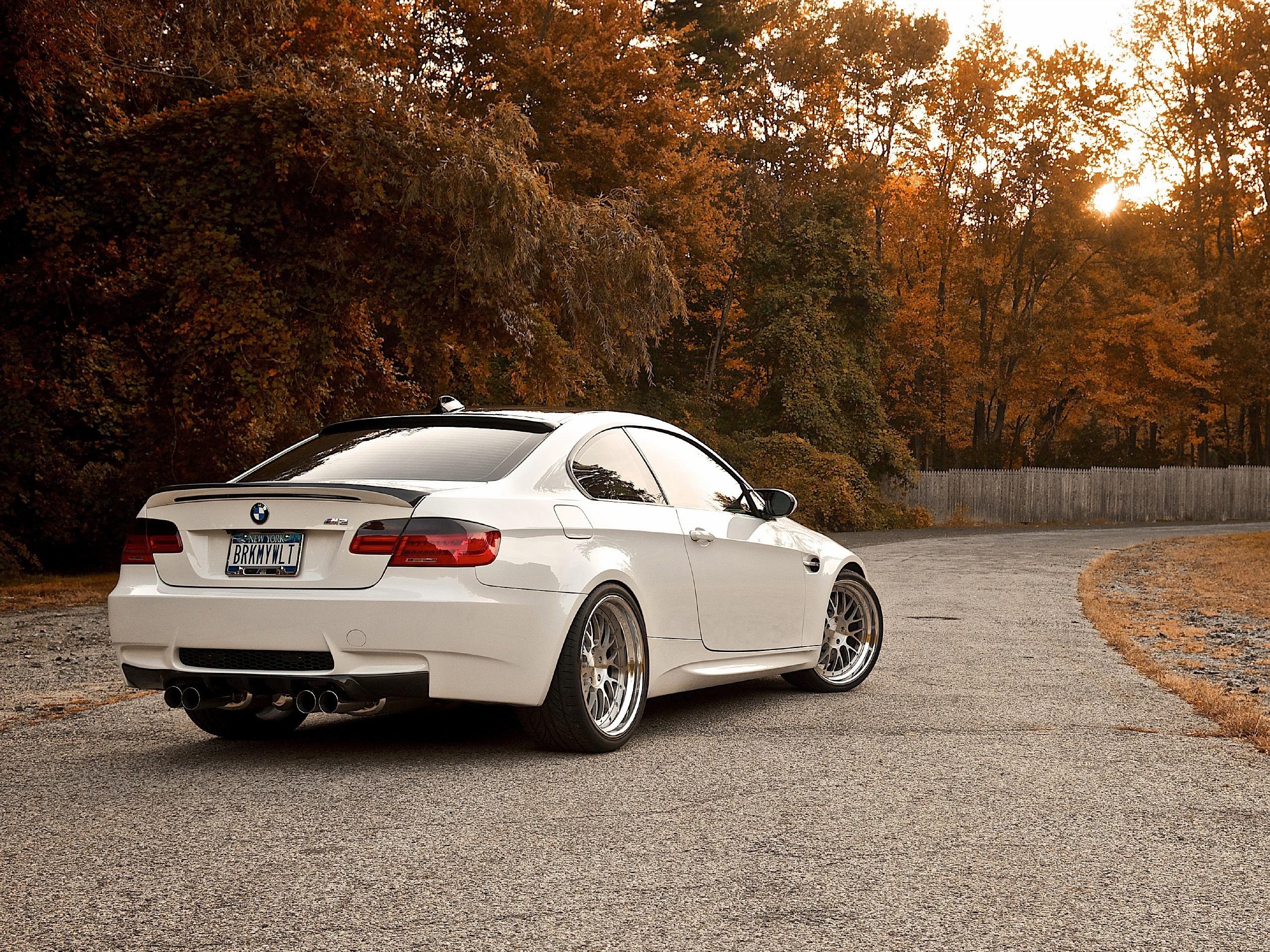 BMW M6 дорога осень  № 2445192 без смс