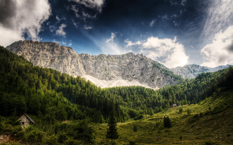 Природа горы скалы лес деревь небо облака  № 2864160 бесплатно
