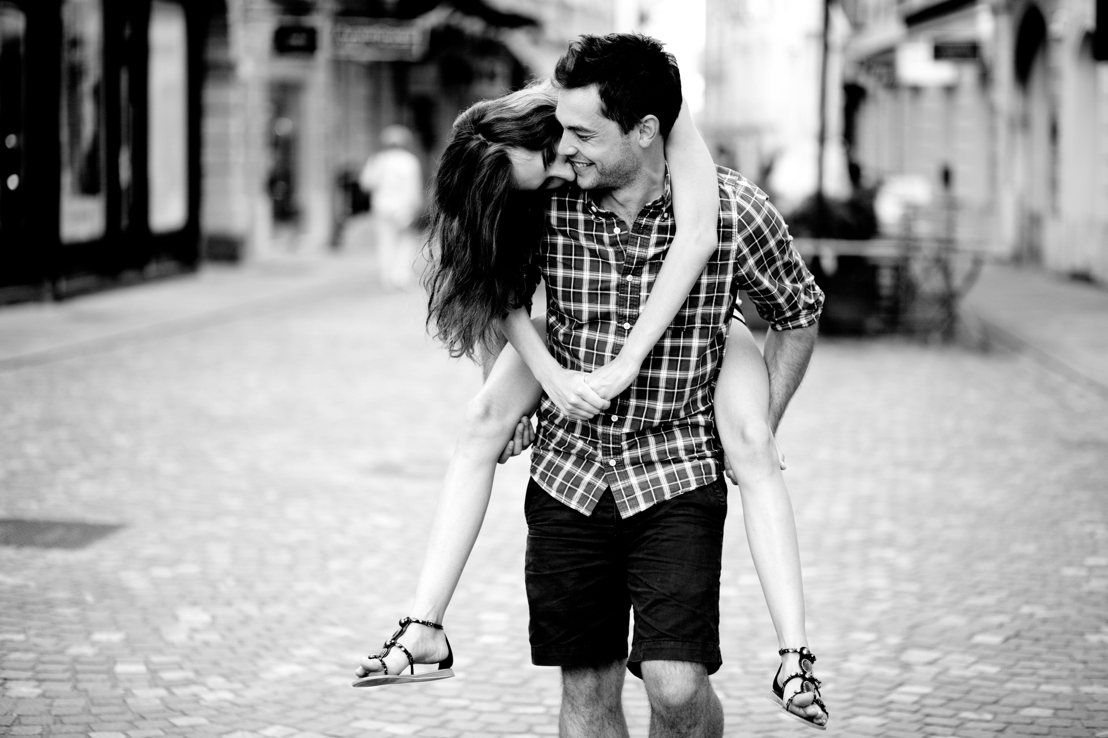 Download Wallpaper Girl Love Joy Happiness Smile Background Street Romance Save It