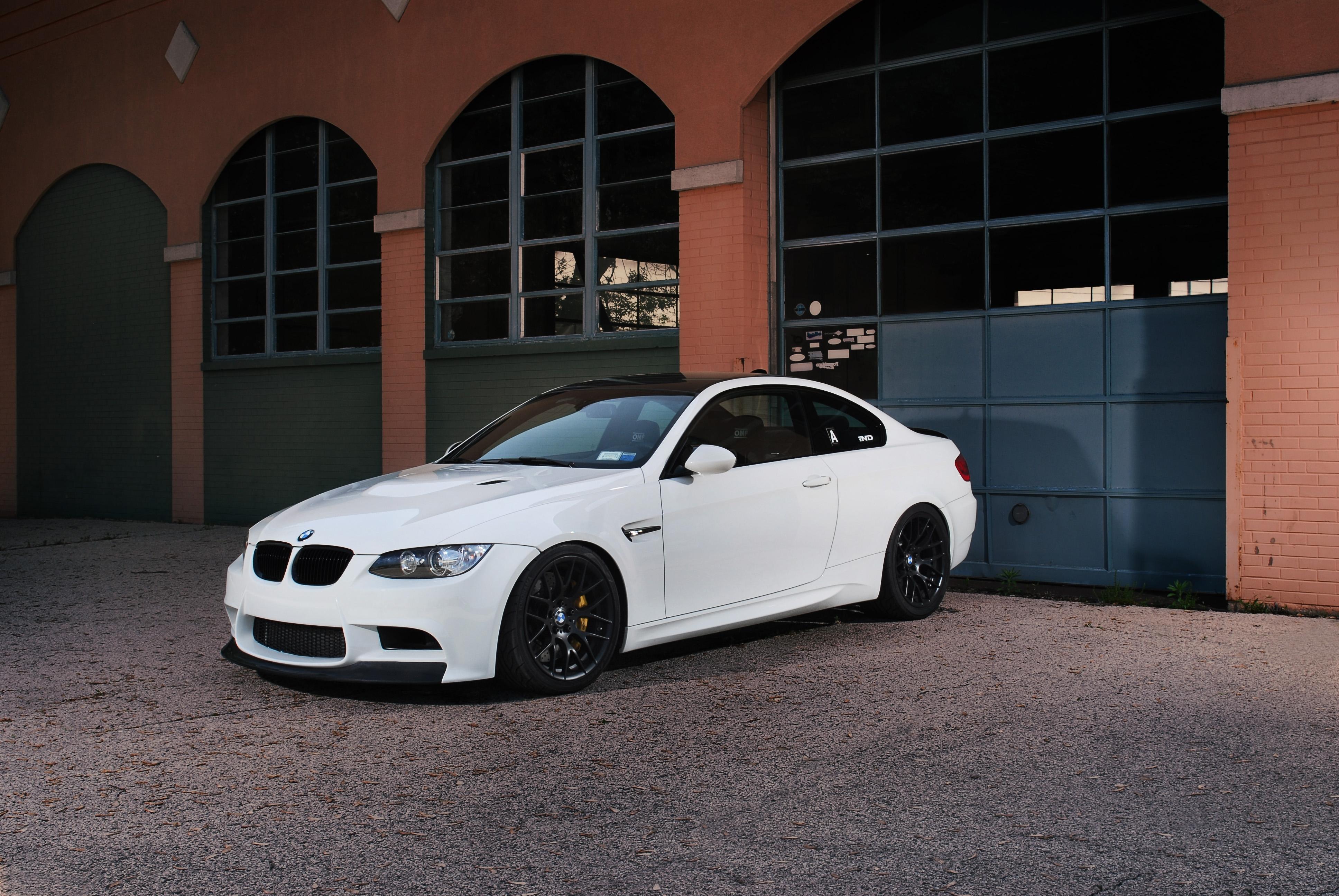 серо-белая BMW  № 477536 загрузить