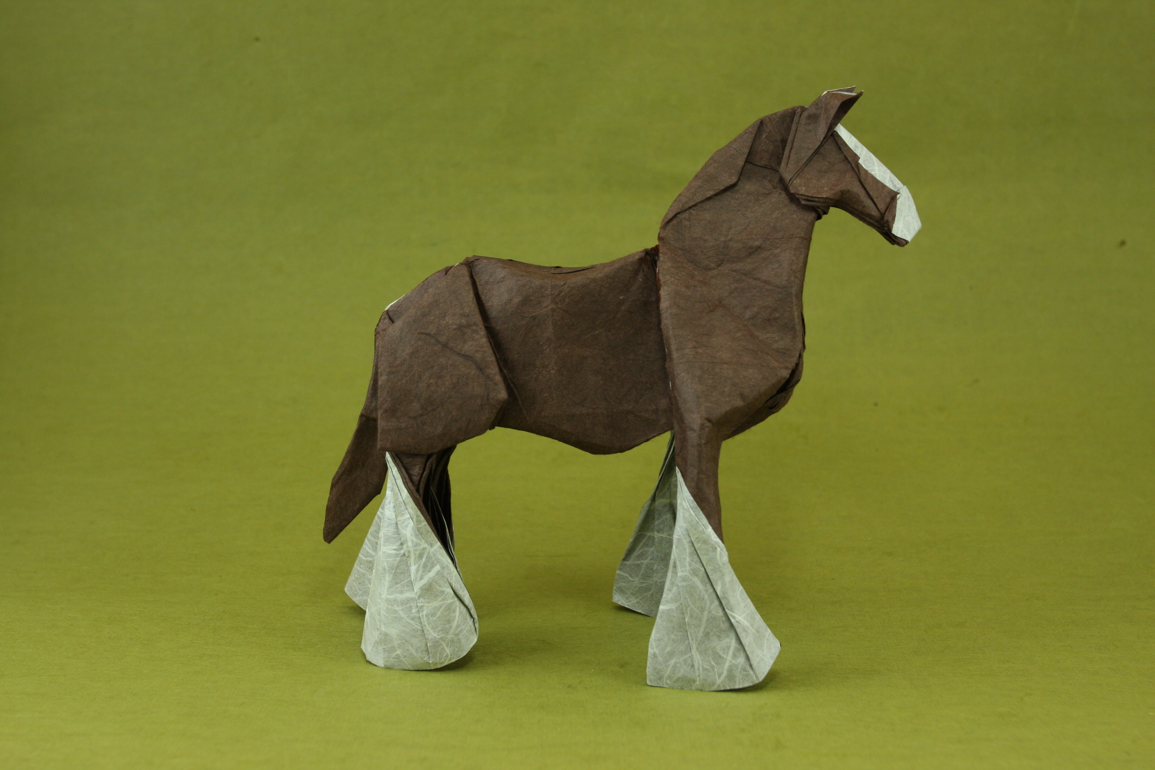 Как сделать бумажную лошадку