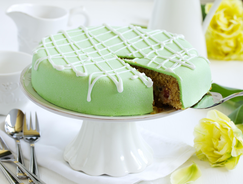 Кусок торта со свечей  № 2183991 без смс