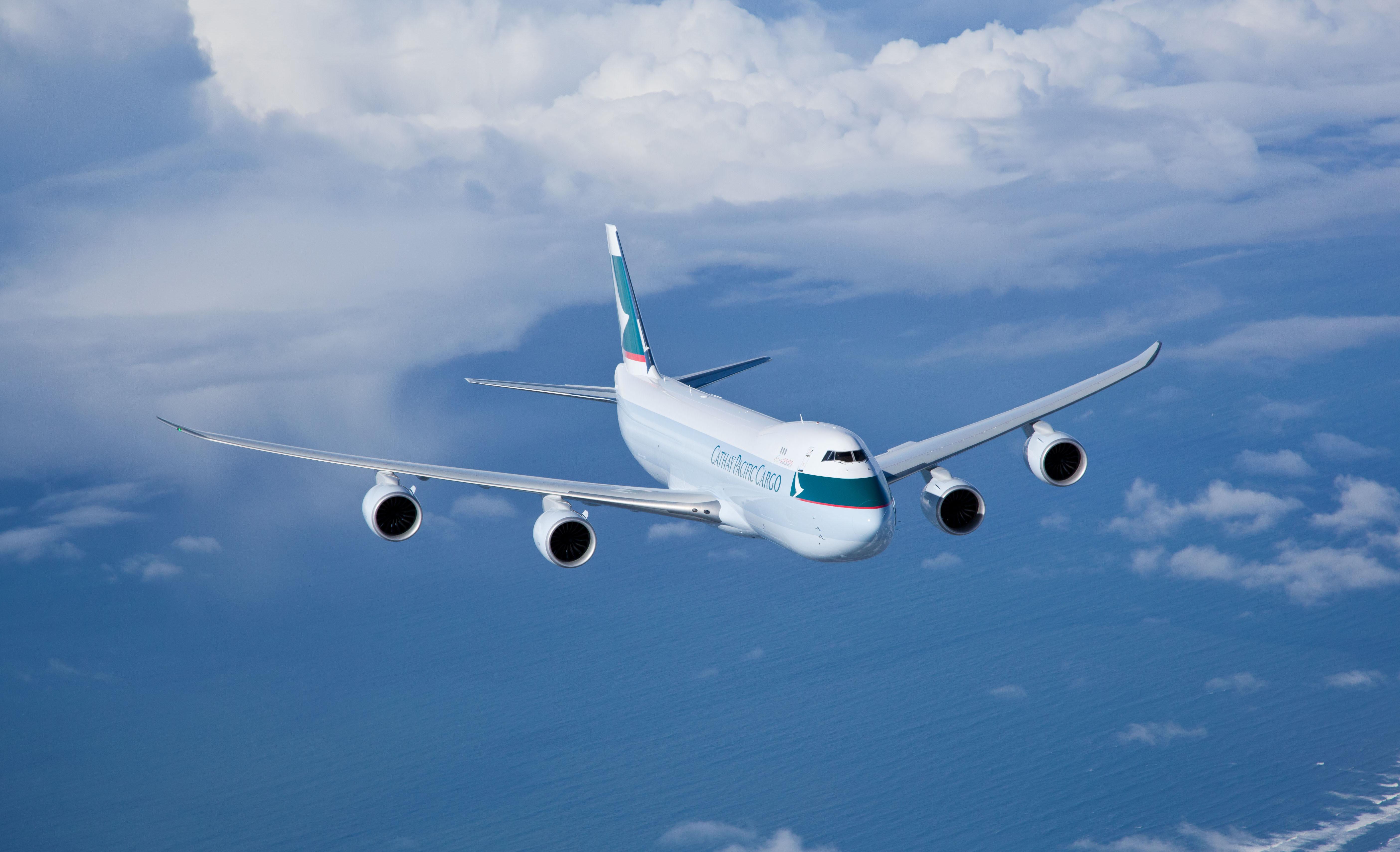 Авиалайнер в воздухе  № 2357378  скачать
