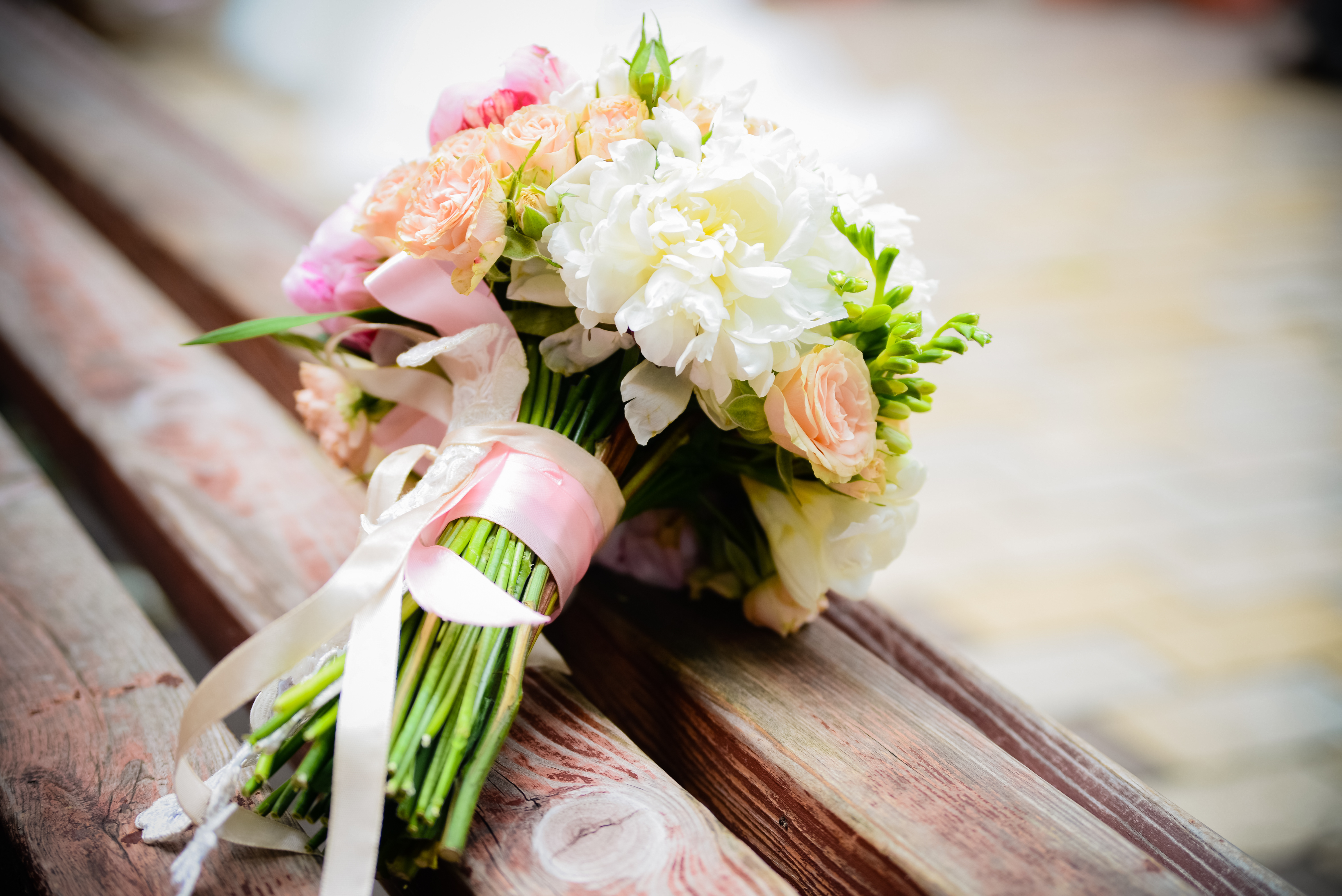 Цветы украине, свадебный букет на столе