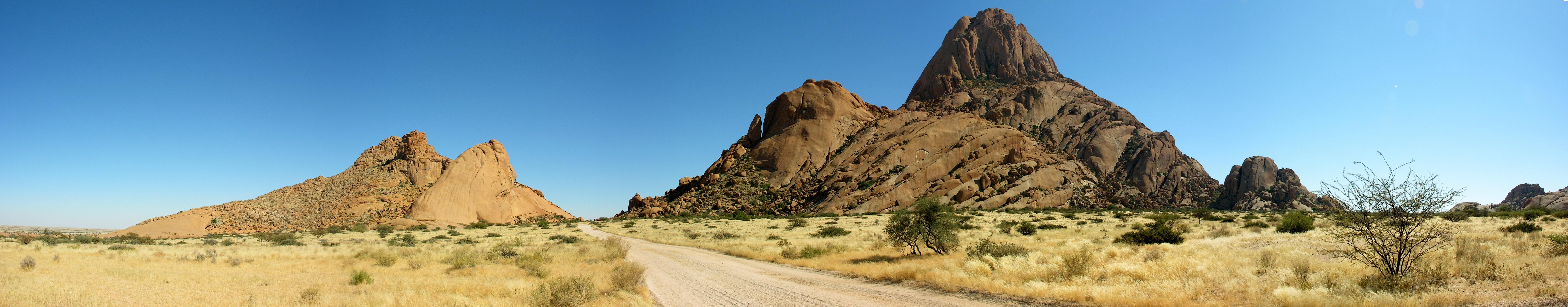 горы песок растительность небо  № 3770983 бесплатно