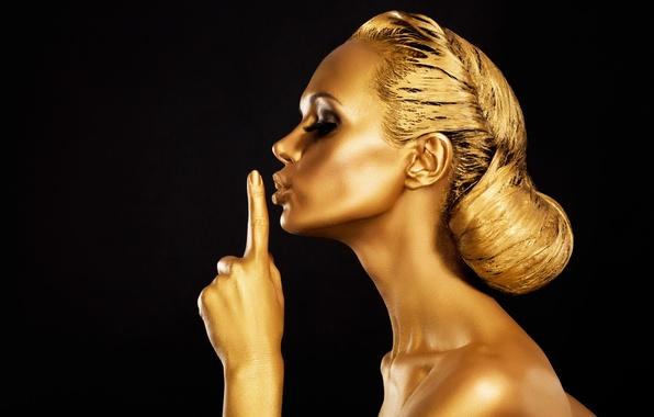 Picture eyelashes, gold, hair, body, hand, profile, black background, molel