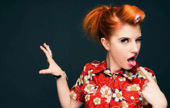 Picture language, hands, red, gesture, Hayley Williams, curler