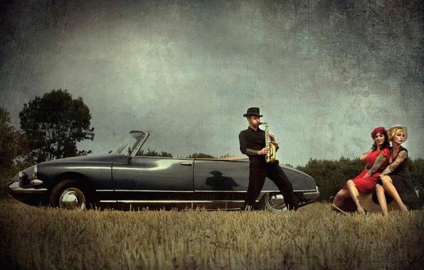 Picture machine, girls, vintage, saxophone