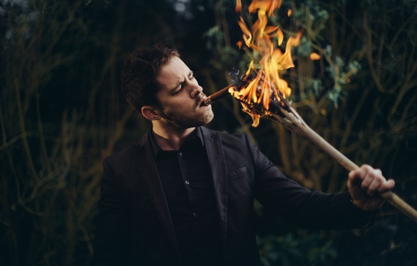 Picture fire, cigar, guy