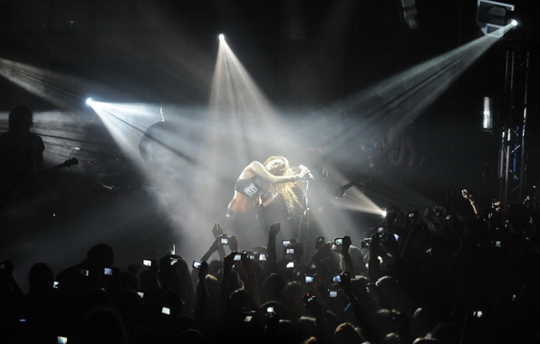 Picture light, concert, the audience, miley cyrus
