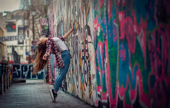 Picture girl, the city, wall, graffiti, dance