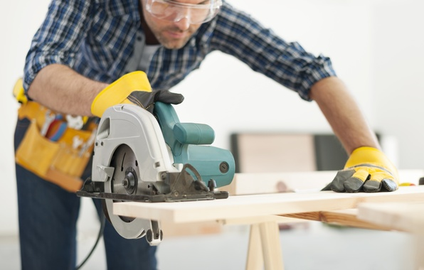 Picture wood, goggles, operator, circular saw