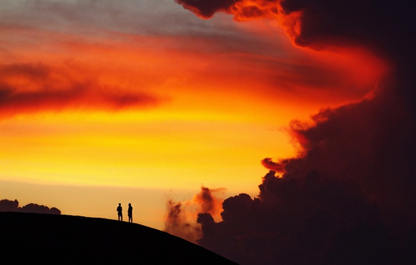 Photo wallpaper men, nature, breathless, hill, twilight, sunset, dusk, cloud, silhouettes
