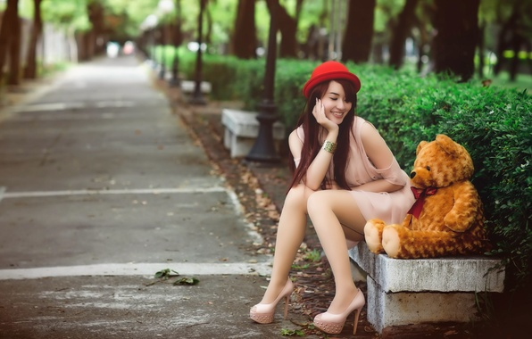 Picture girl, bear, bench