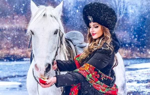 photo of girls on snow with hats № 18379