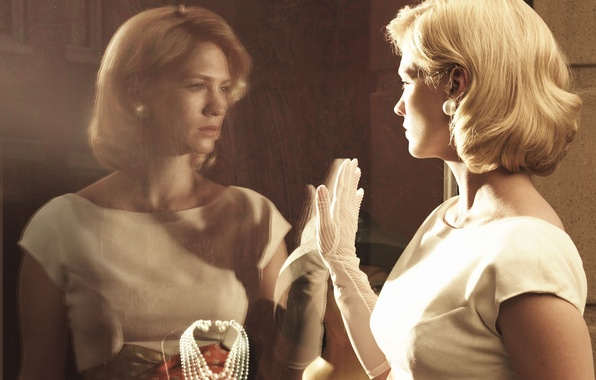 Picture glass, style, retro, reflection, model, necklace, dress, actress, hairstyle, blonde, glove, in white, showcase, January …