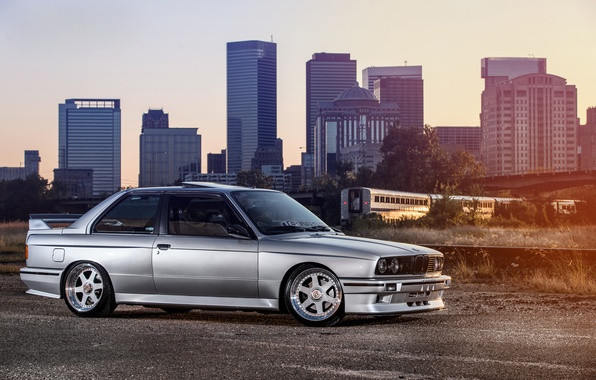 Picture BMW, silver, BMW, the car, skyscrapers, megapolis, Coupe, front, E30, silvery, 3 Series, profile