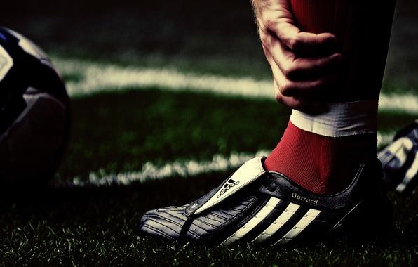 Picture grass, macro, sport, balls, macro, Liverpool, players, Steven Gerrard, football, liverpool grass