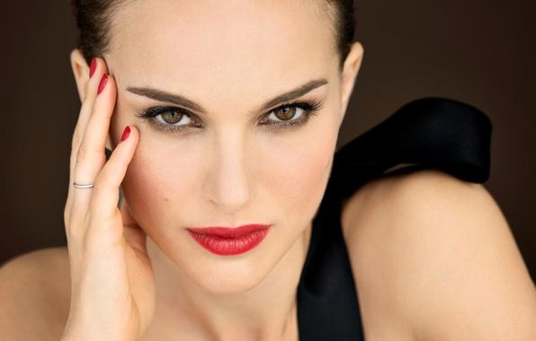 Picture girl, face, hand, portrait, makeup, actress, Natalie Portman, Natalie Portman, brown hair, manicure