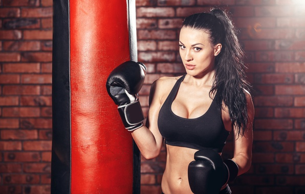 Picture brunette, boxing, pose, sportswear, bag to hit