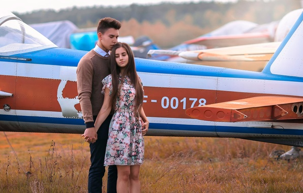 Picture girl, guy, the plane, Love Story
