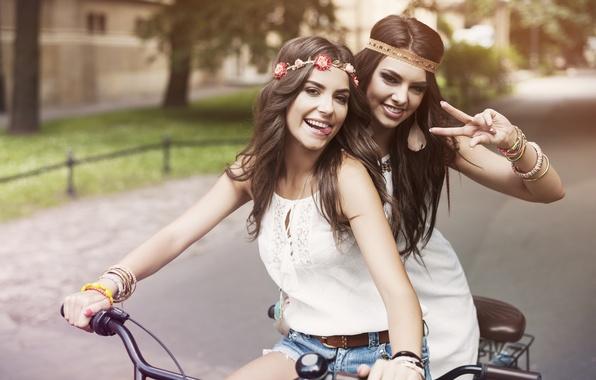 Picture bike, girls, mood, smile, friend, views