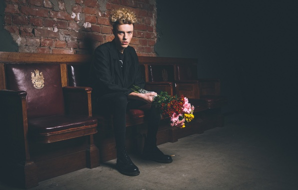 Picture flowers, darkness, hair, bouquet, male, seat, direct look, black clothes