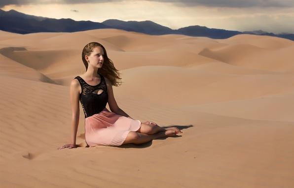 Picture sand, girl, desert, heat, the scorching sun