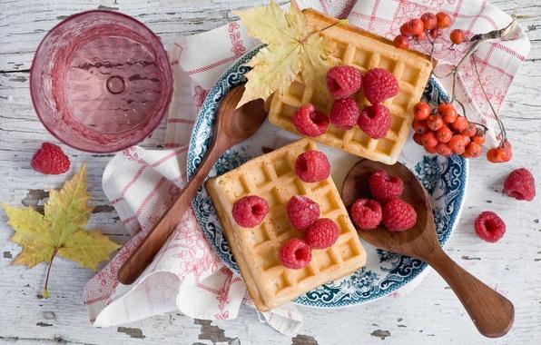 Picture leaves, berries, raspberry, dessert, waffles, Rowan, spoon