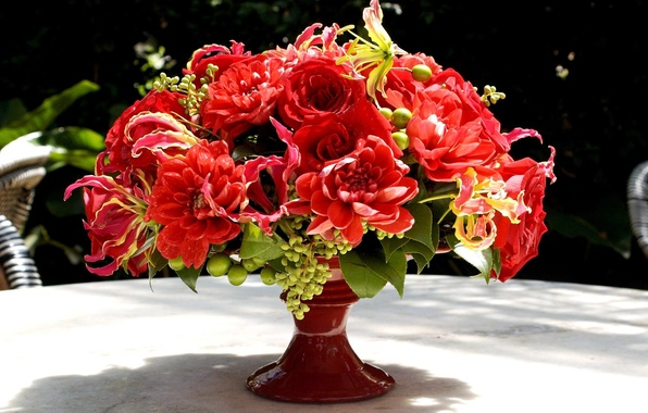 Picture flowers, red, roses, bouquet, vase, Gloriosa, dahlias