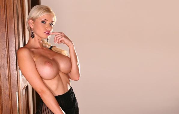Смотреть видео блонди бюст