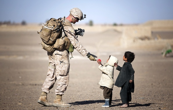 Picture children, soldiers, Afghanistan