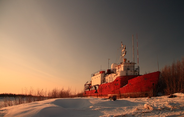 Picture snow, shore, ship, the evening, the ship, abandoned ship