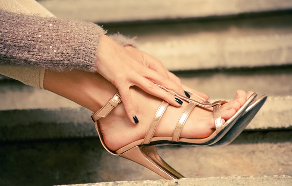 Picture shoes, heels, painted nails