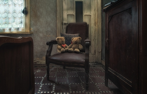 Picture room, toys, chair, Teddy bears