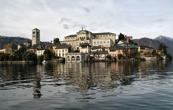 Picture the sky, trees, mountains, tower, home, Italy, lake Orta, the island of San Giulio