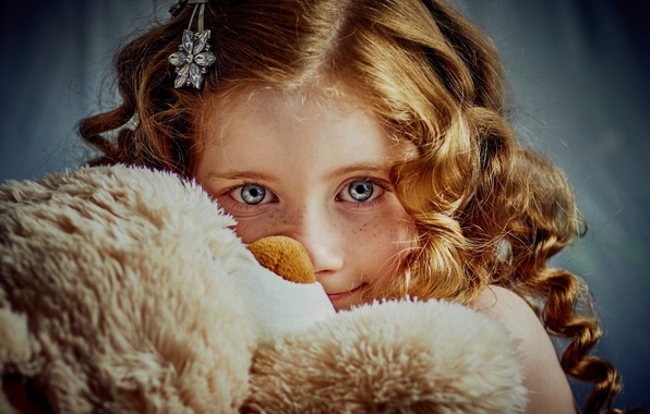 Picture look, girl, red, redhead, Teddy bear, freckled. freckles