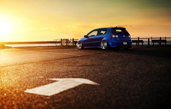Picture the sun, sunset, blue, Volkswagen, Blik, Golf, R32, blue, Golf, Volkswagen, rear