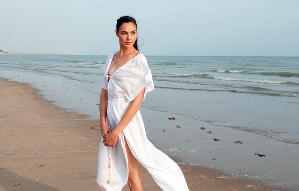 Picture sand, sea, beach, girl, dress, brunette, horizon, in white, Gal Gadot, Gal Gadot, Criminal, Criminal