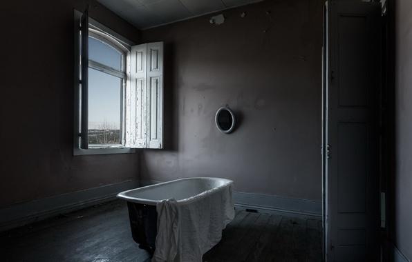 Picture room, window, bath