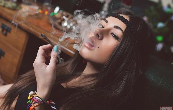 Picture chest, look, girl, model, smoke, Russian, the mavri, Diane malison