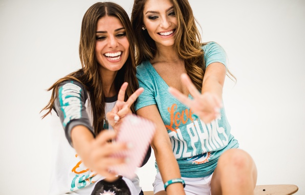 Picture smile, girls, mood, laughter, signs, beauty, selfie, cellphones