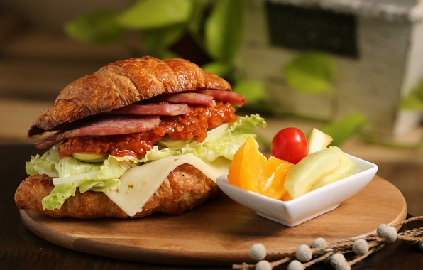 Picture meat, sandwich, vegetables, sauce, salad, croissant, Cheri