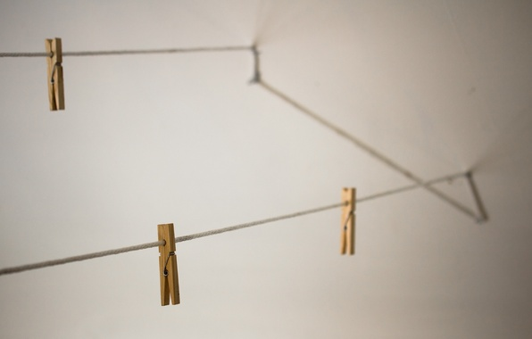 Picture macro, rope, clothespins