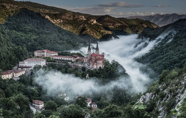 Picture mountains, panorama, Spain, Spain, Asturias, Asturias, Covadonga, Covadonga, Basilica of Santa María la Real, the …